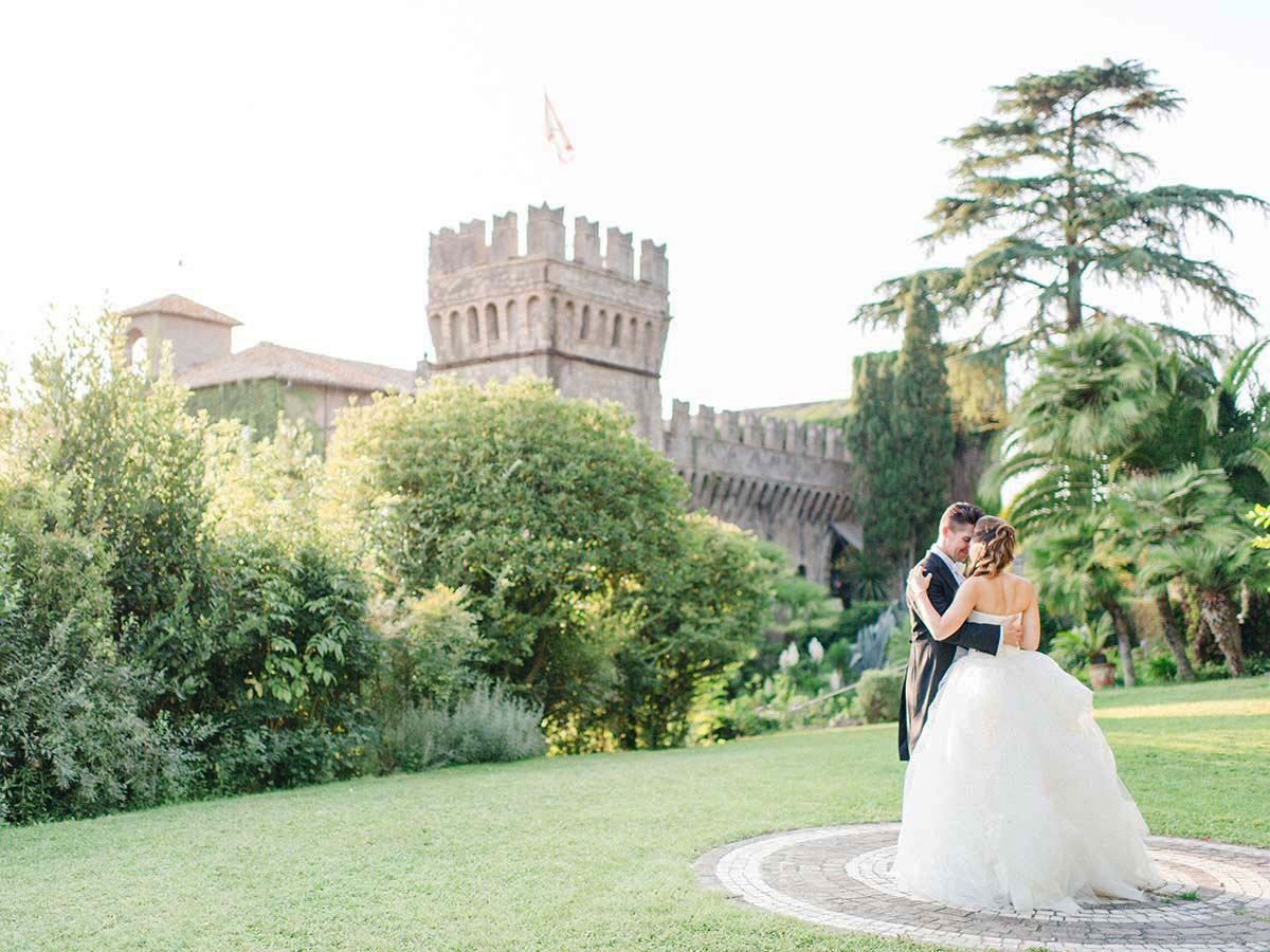 luxury-garden-wedding-in-Rome-Italy-in-a-castle