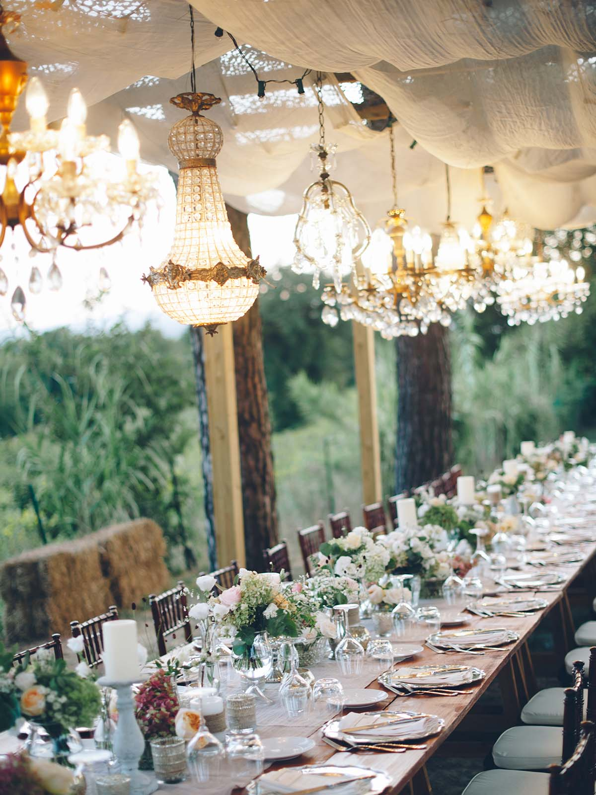 Tuscany-wedding-with-chandeliers-and-long-table