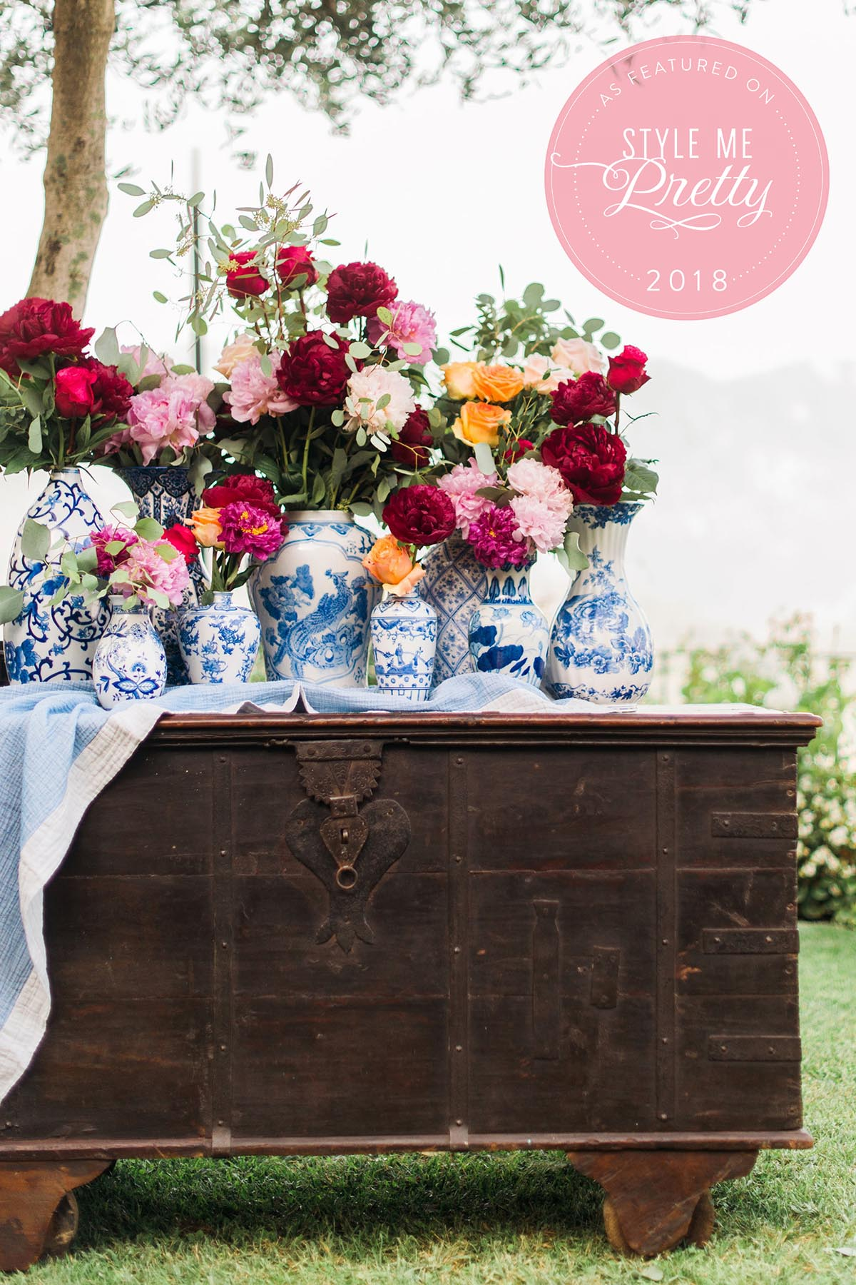 Chinese-pots-with-flowers-wedding-decor-with-peonies