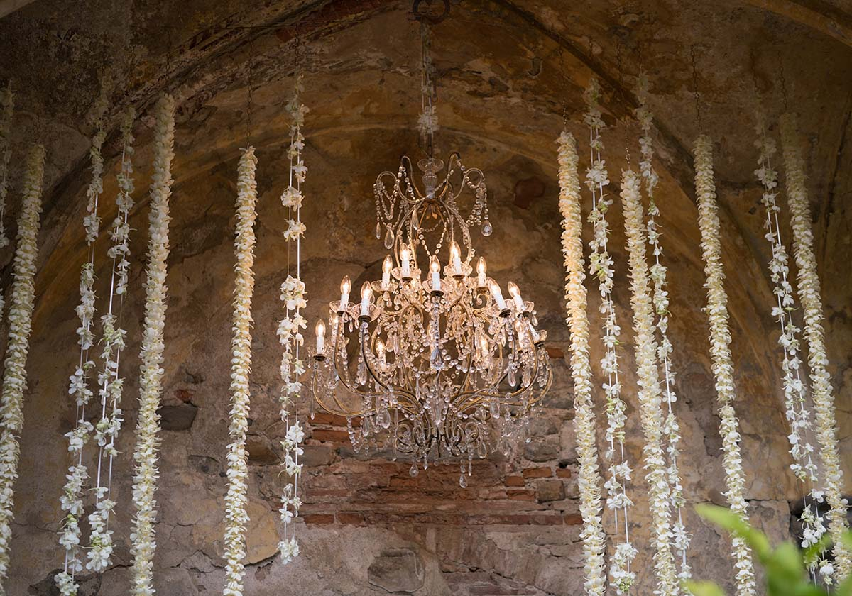 wedding-chandelier-for-the-ceremony-in-a-castle
