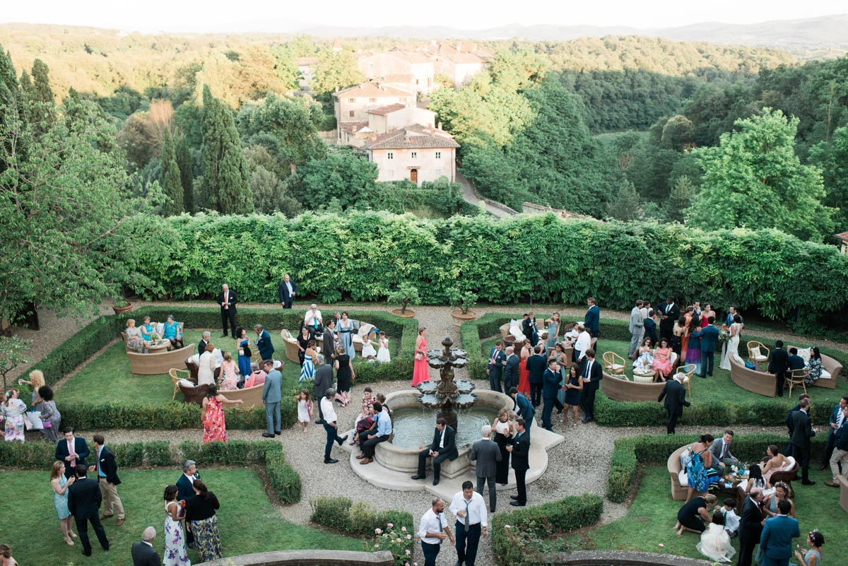 outdoor-cocktail-hour-tips-Tuscany-italy